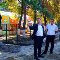 Илья Гузев проверил ход работ в парке им. Ленина