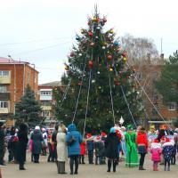 Главная ёлка Кущёвского района приглашает на праздник