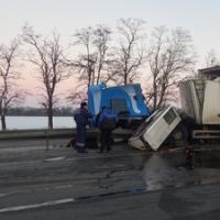 В Кущевском районе столкнулись два грузовика, есть пострадавшие