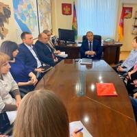 Глава Кущёвского района встретился с руководителями местных аптек